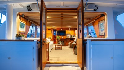 STAR QUEEN 57 salon from aft deck view