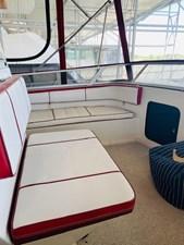 5.11 Tom Foolery 1990 Carver Santego 34 Flybridge seating
