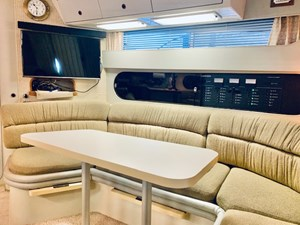18 Tom Foolery 1990 Carver Santego 34 dinette and entertainment