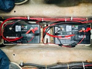 37 Tom Foolery 1990 Carver Santego 34 batteries