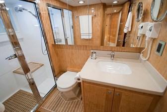 RED PEARL 19 gest bath room