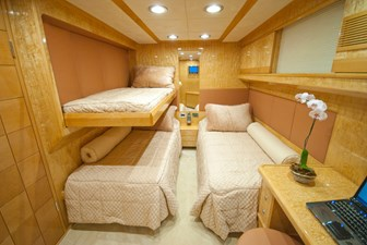 RED PEARL 20 triple guest cabin