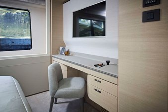 PRINCESS 30M - Aft Port VIP Cabin