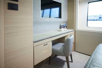 PRINCESS 30M - Aft Starboard VIP Cabin