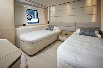 PRINCESS 30M - Forward Port Stateroom