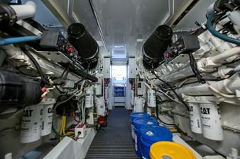 Es Mucho 25 es_mucho_2004_65_hatteras_engine_room