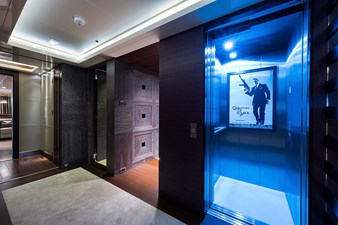 Quantum of Solace_skylounge_foyer_4