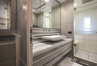 011Benetti Fast 125' Lejos3_Vip Cabin Bathroom