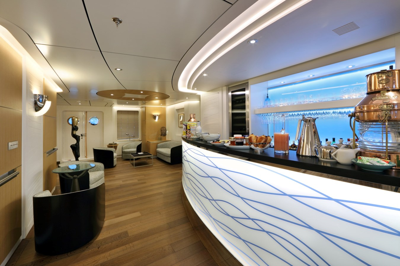 Photo4- 7 - Main Deck - Bar