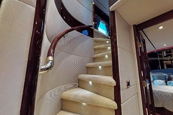 Stairwell-to-Main-Salon