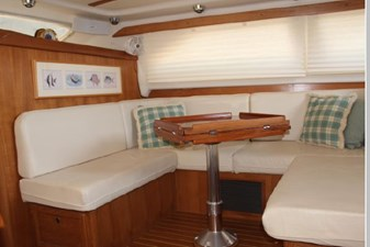 U-shaped dinette to starboard main salon also makes into additional berth