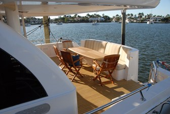 Oversized aft , very spacious w Aft dining table seats easily 9