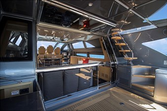 Aft window hydraulically lifts open
