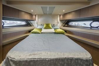 01 Motor Yacht UNO double cabin