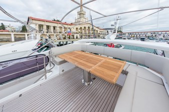 Uno flybridge seating