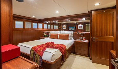 Guest Queen Stateroom Aft