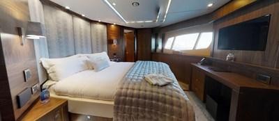 Sunseeker-115-Sport-Yacht-Zulu-Port-VIP-Cabin-2