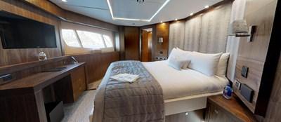 Sunseeker-115-Sport-Yacht-Zulu-Starboard-VIP-Cabin