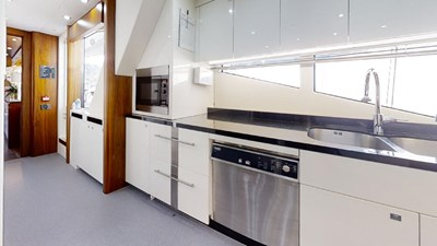 Sunseeker-115-Sport-Yacht-Zulu-Kitchen