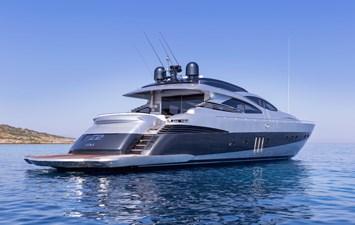 3_Pershing Yacht Z2 - Stern view