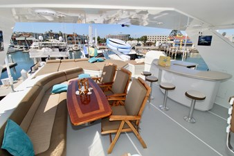 GALILEE 106 Flybridge dinette