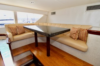 GALILEE 106 pilothouse dinette