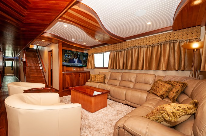 2016 106 Housboat Le Colby Jean Salon (1)