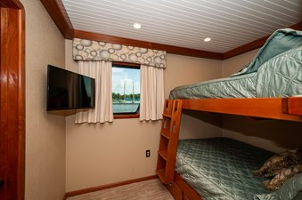 2016 106 Housboat Le Colby Jean Bunk Room-2 (1)