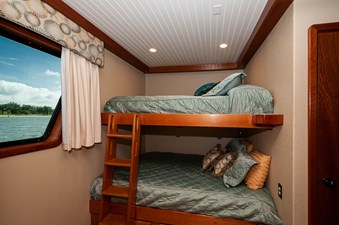 2016 106 Housboat Le Colby Jean Bunk Room-2 (2)