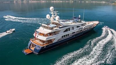 yacht-jo-201709-running-02