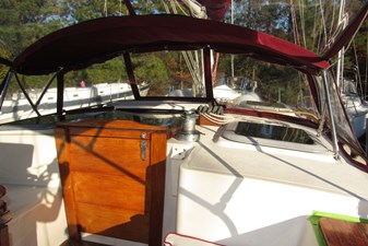 Companionway and cabintop