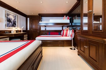 Guest double cabin with additional berth
