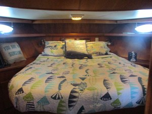 34. Linda Lee Forward Queen Guest Berth