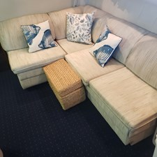8) Stb Settee