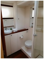 oyal van Dam NORDIA 70 Blue Eagle Bathroom