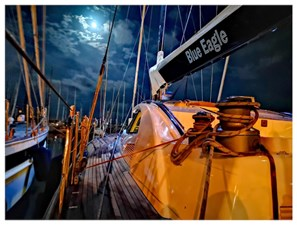 oyal van Dam NORDIA 70 Blue Eagle Gangway