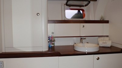 Royal van Dam NORDIA 70 Blue Eagle Bathroom owner 484