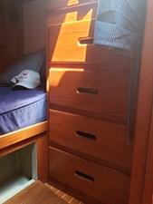 BLUE HERON 25 Guest cabin bureau