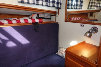 Starboard side guest cabin with convertable settee