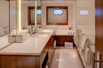 CYNTHIA 15 Guest bathroom en suite