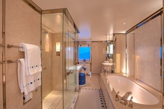 CYNTHIA 10 Master bathroom en suite