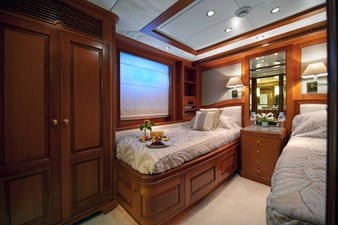 NEW STAR 7 Guest Cabin