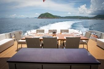AQUARIUS 20 exterior-outdoor dining2