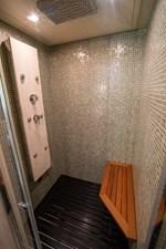 AQUARIUS 13 shower room