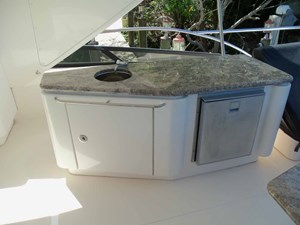 Starboard Side Sink Fridge Flybridge Aft