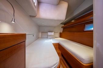 GEOMETRY 5 Twin Guest Cabin