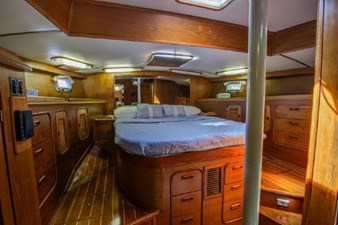 Nautorious 16 OWNER'S CABIN AFT