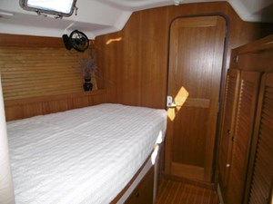 Guest cabin with lots of headroom and light