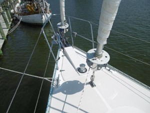 Catalina 470 foredeck with double headsails