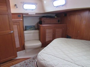 Aventura 34 Aft Cabin Seat & Storage